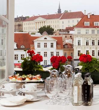 Tallinna Õpetajate Maja - vaade Raekoja platsile